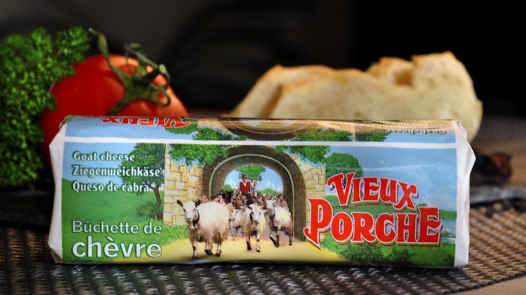 bucheChevre-VieuxPorche.jpg