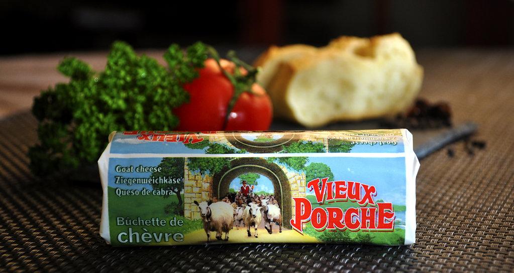 bucheChevre-VieuxPorche-2.jpg